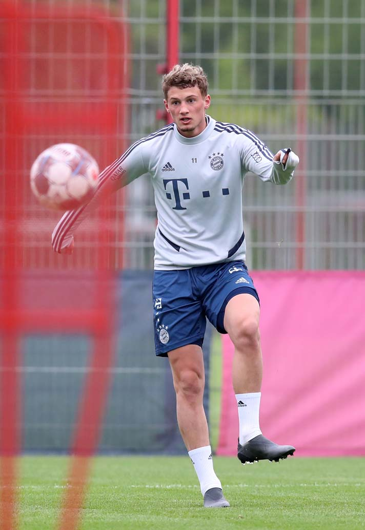 mickael-cuisance-bayern-munich-chaussures-masquees