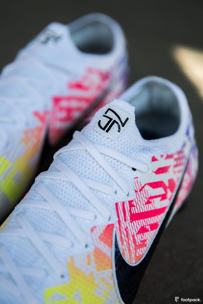 Nike offre une nouvelle paire de crampons à Neymar,