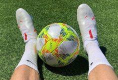 Image de l'article Un joueur de l'Atlético Madrid joue avec des chaussures de football américain!