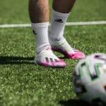 adidas est la marque numéro 1 aux pieds des footballeurs amateurs! Infographie Football Metrics