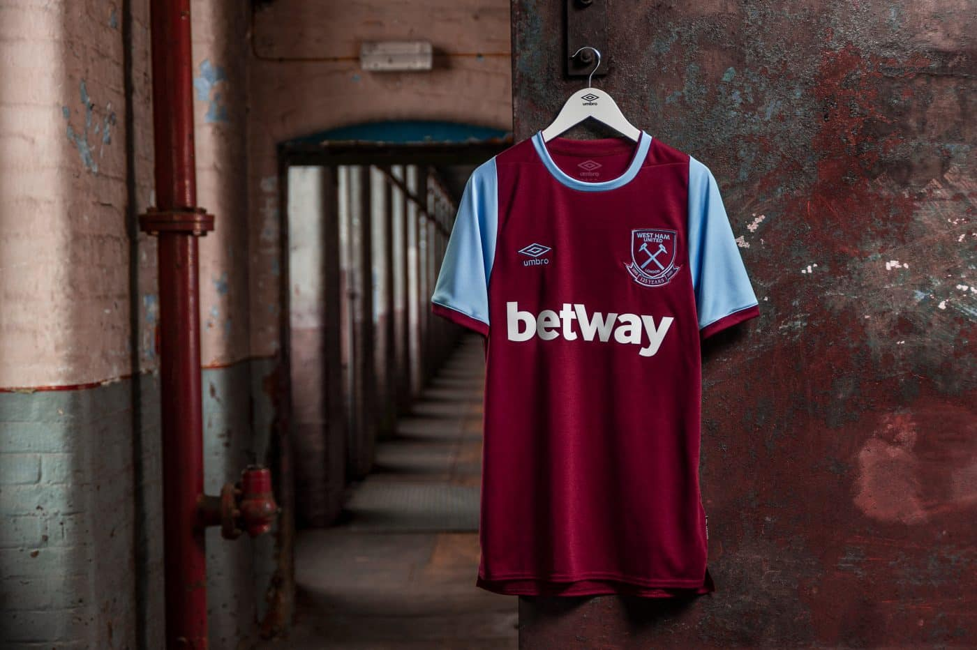 maillot-domicile-west-ham-united-2020-2021-umbro-125-ans