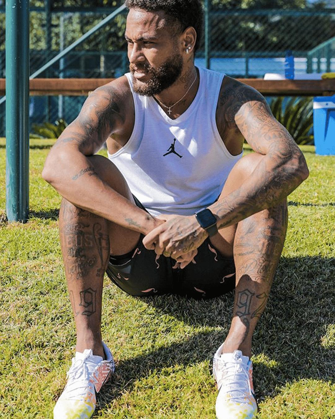 neymar-nike-mercurial-vapor-13-jogo-prismatico-academy