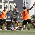 Eden Hazard avec des crampons masqués à l'entrainement du Real … #BootsMercato