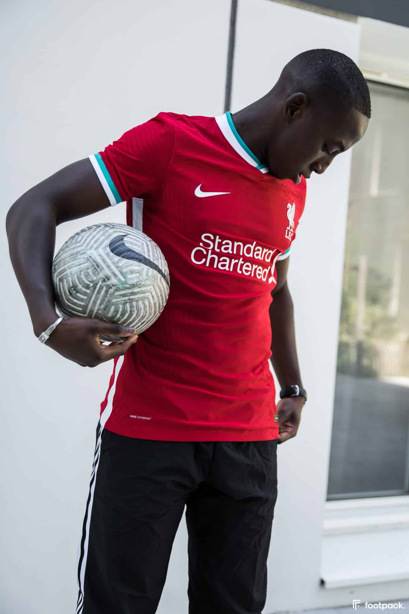 maillot-domicile-liverpool-2020-2021-nike-footpack-1