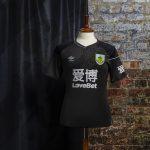 Umbro et Burnley présentent les maillots de la saison 2020-2021