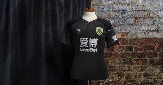 Image de l'article Umbro et Burnley présentent les maillots de la saison 2020-2021