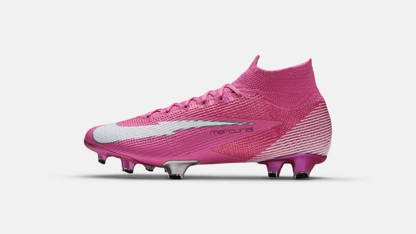 Salir Redada camioneta  Nike offre une paire signature à Kylian Mbappé inspirée de celle de Ribéry