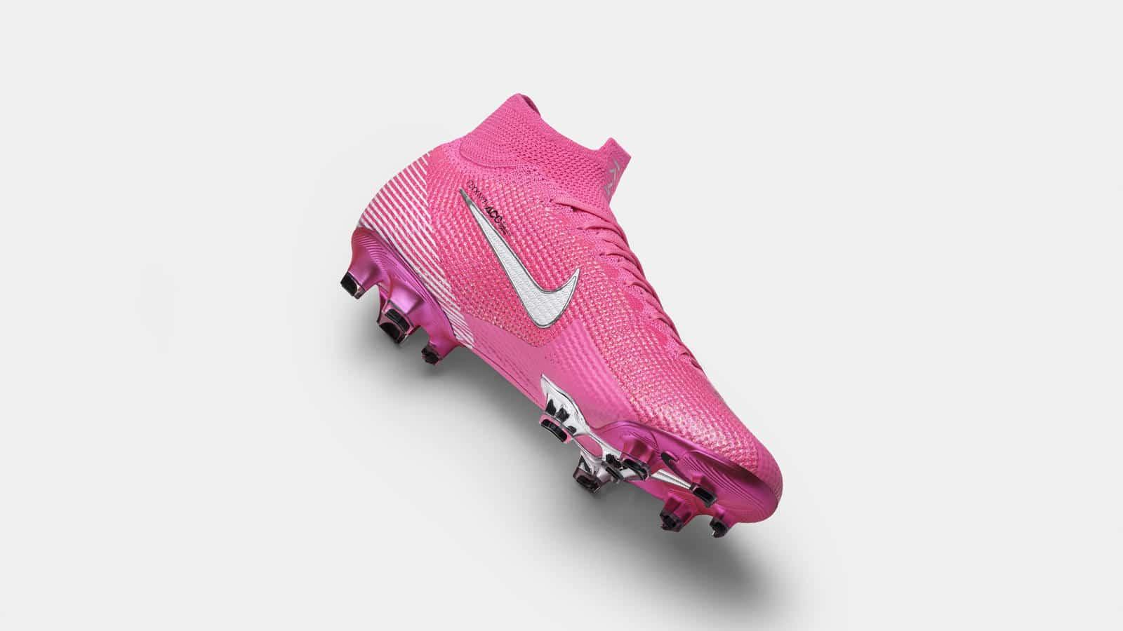 chaussure de foot rose nike