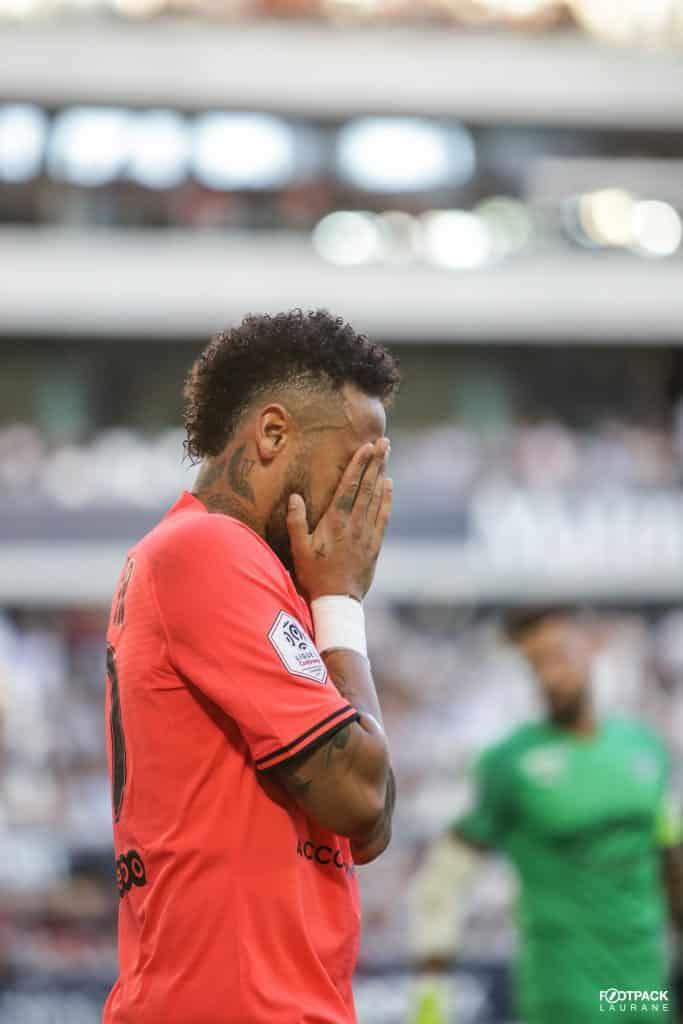 neymar-nike-divorce-footpack-2