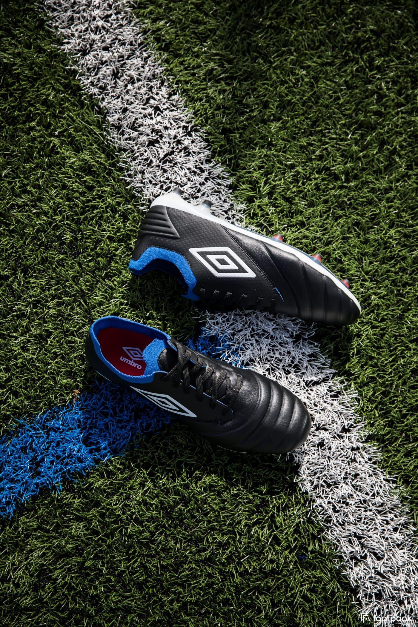 umbro-tocco-noir-bleu-2020-footpack-1