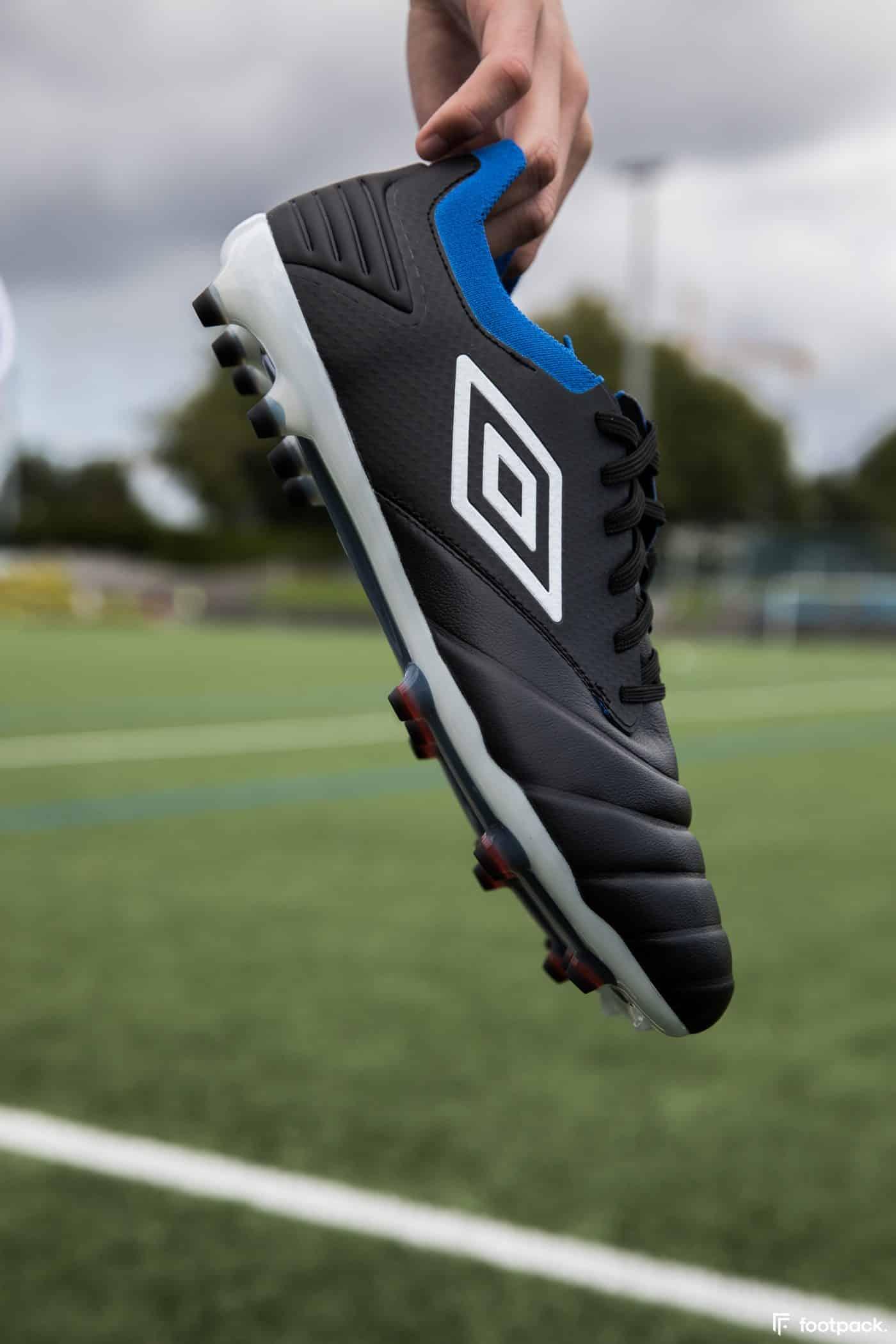 umbro-tocco-noir-bleu-2020-footpack-14