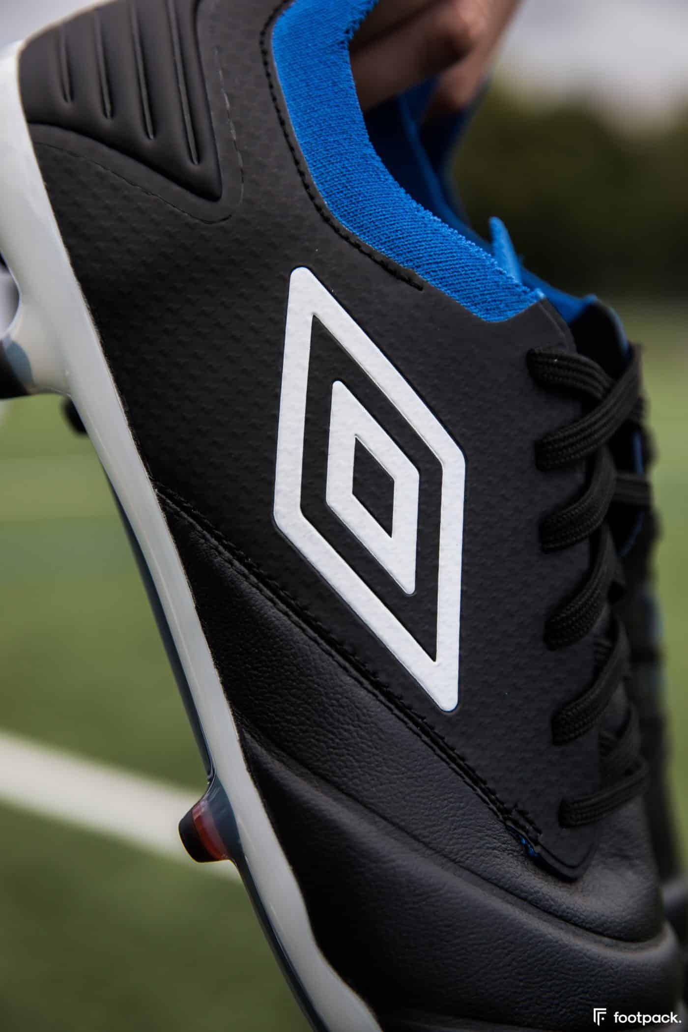 umbro-tocco-noir-bleu-2020-footpack-15