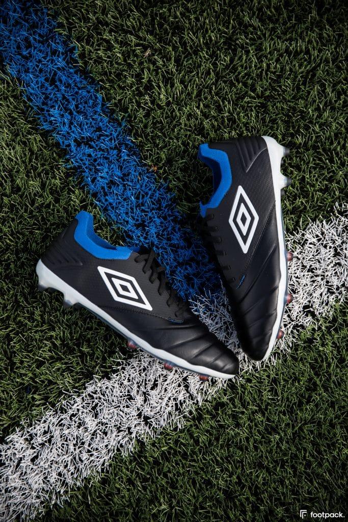 umbro-tocco-black-blue-2020-footpack-2