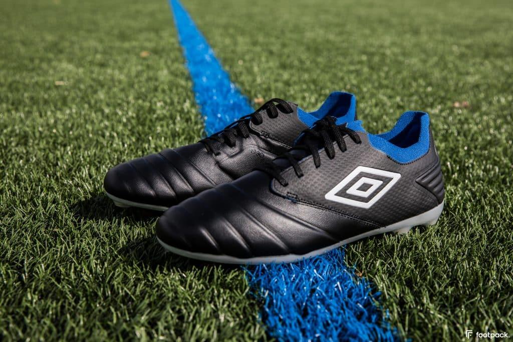 umbro-tocco-black-blue-2020-footpack-7