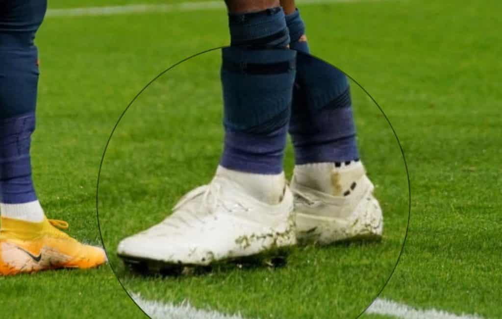 chaussures-raheem-sterling-blanche-1