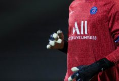 Image de l'article Keylor Navas en crampons et gants masqués! #bootsmercato