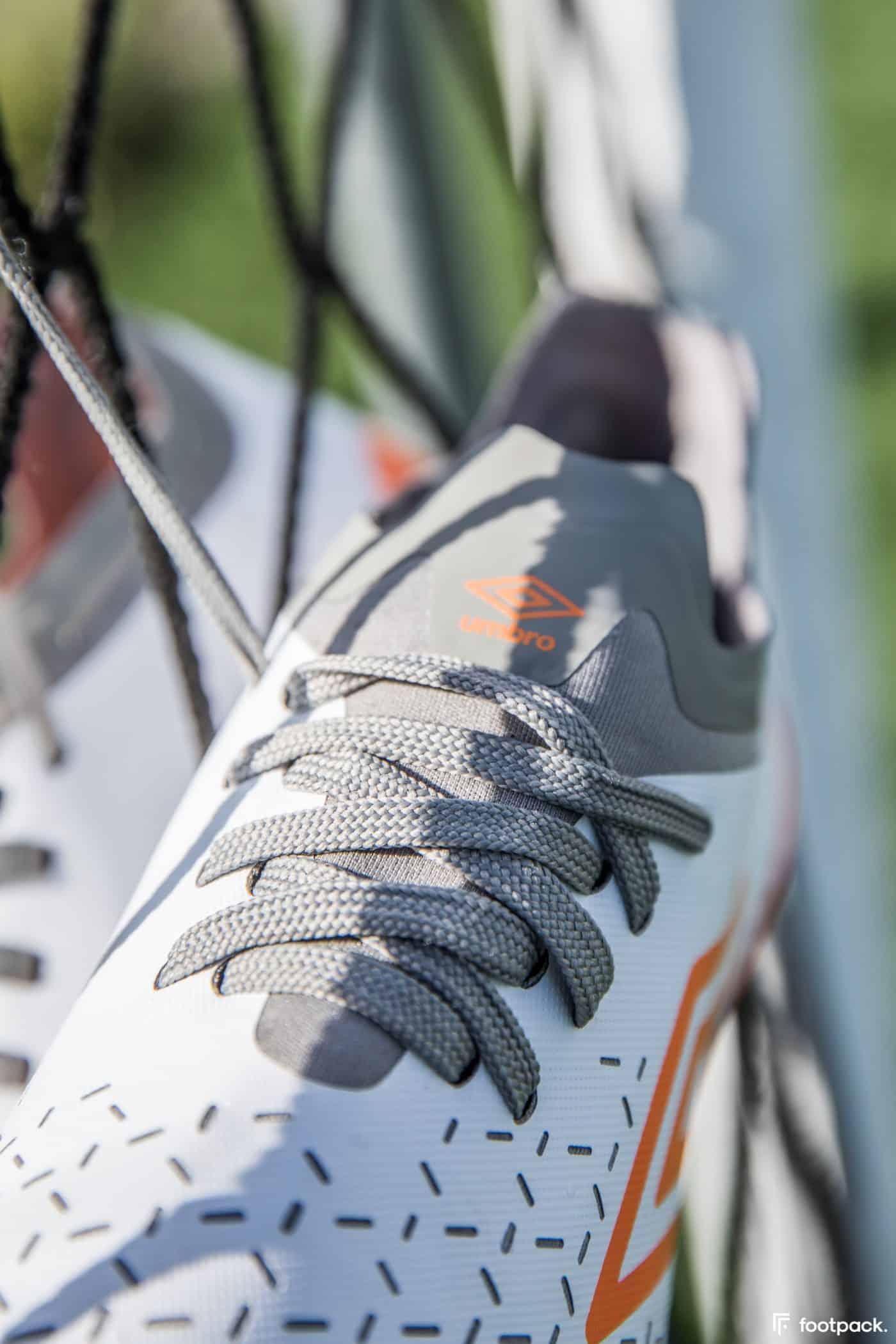 umbro-velocita-5-blanche-orange-footpack-10