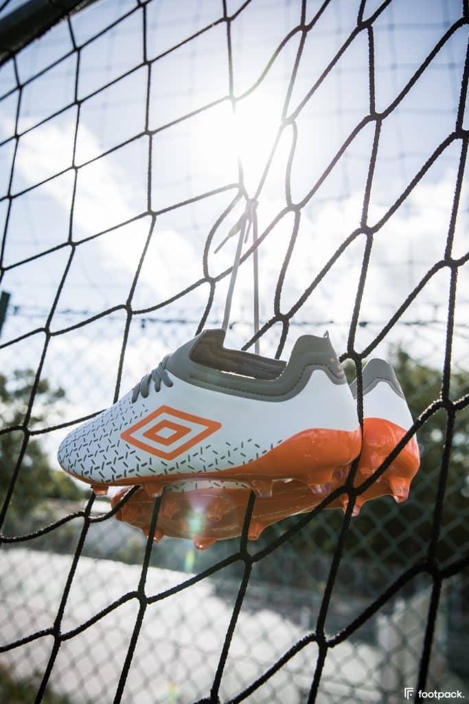 umbro-velocita-5-blanche-orange-footpack-11