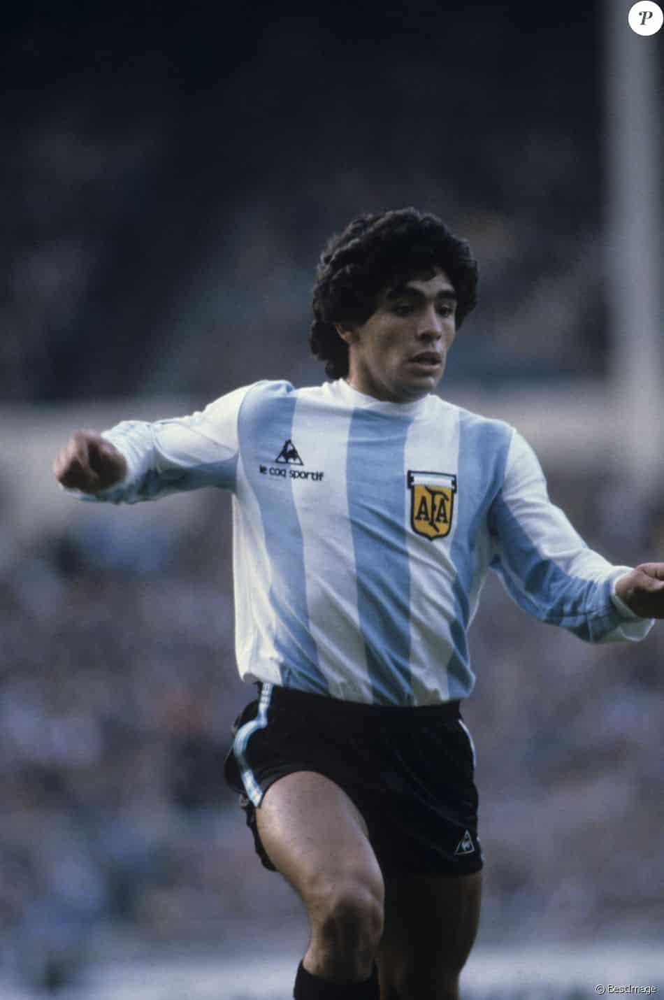 diego-maradona-argentine