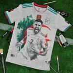 Un maillot de l'Algérie devient un tableau avec Riyad Mahrez
