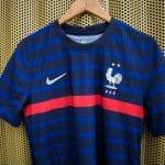 Des maillots de l'équipe de France transformés en blouses d'hôpital pour les enfants
