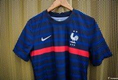 Image de l'article Des maillots de l'équipe de France transformés en blouses d'hôpital pour les enfants