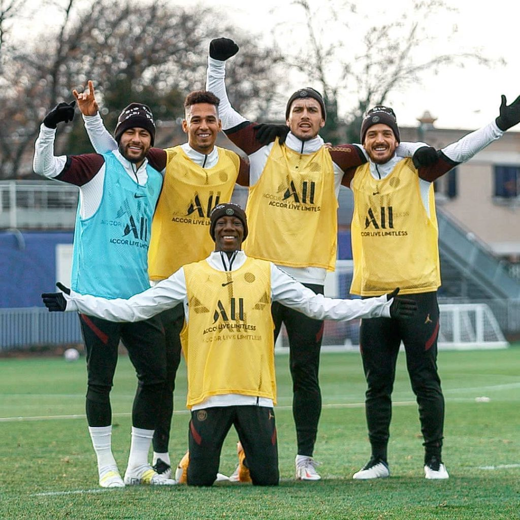 neymar-crampons-puma-blanc-jaune-2