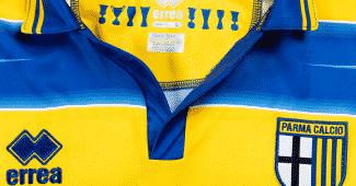 Image de l'article Parme réédite le maillot de la finale de l'UEFA 1999 gagnée contre l'OM