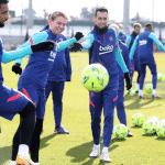 Le Barça dévoile un nouveau maillot pré-match et une nouvelle gamme training