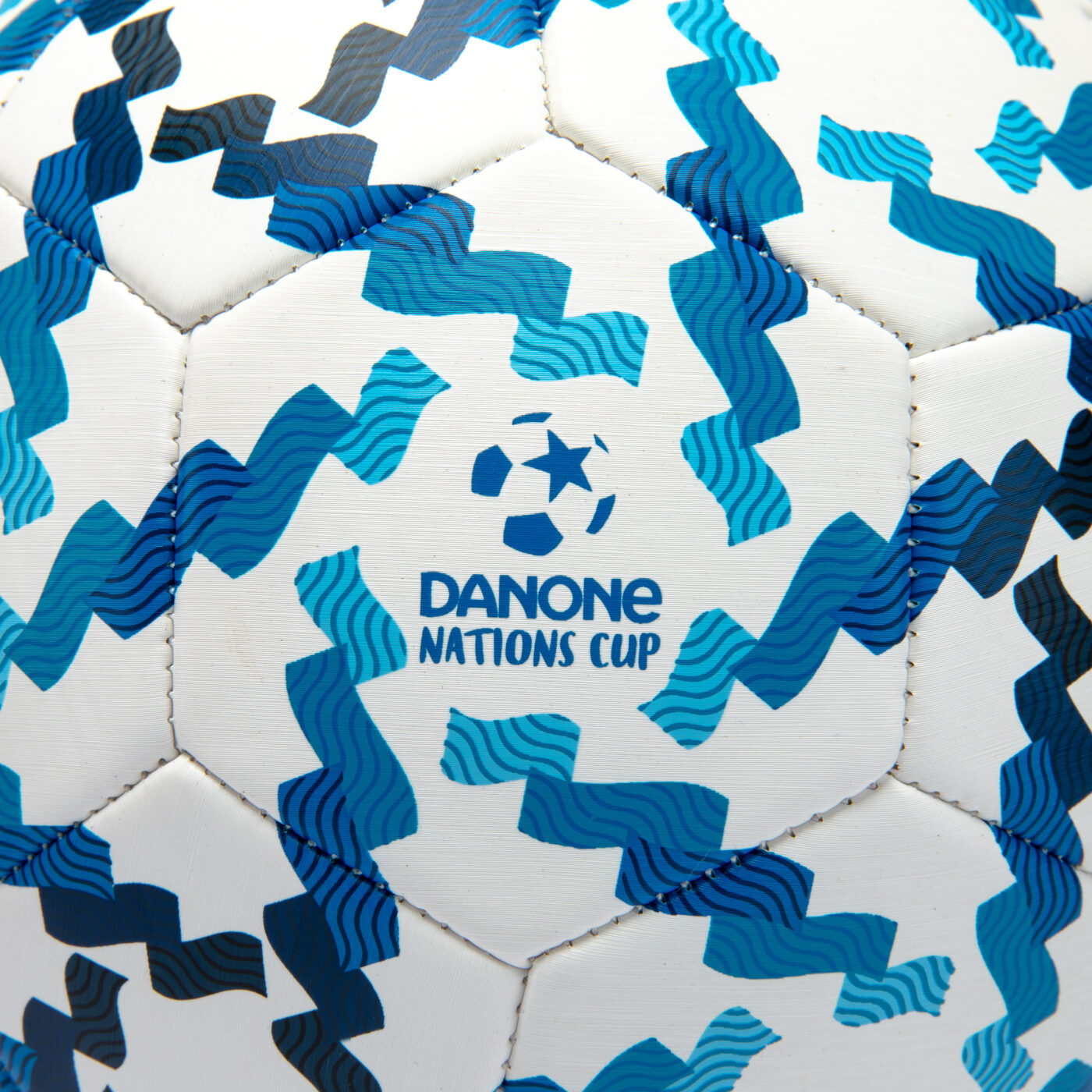 ballon-danone-nations-cup-acces-eau-potable-4
