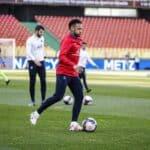 Une paire de crampons inédite aux pieds de Neymar face à Metz