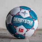 Le ballon de la Bundesliga 2021-2022 présenté par Derbystar