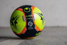 Image de l'article Le ballon de la Ligue 1 2021-2022 présenté par uhlsport