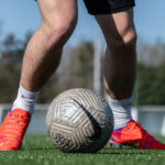 Nike offre des crampons aux joueurs du GFA Rumilly-Vallière avant le match contre Monaco