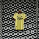 Les maillots d'Arsenal 2021-2022 présentés par adidas