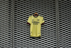 Image de l'article Les maillots d'Arsenal 2021-2022 présentés par adidas