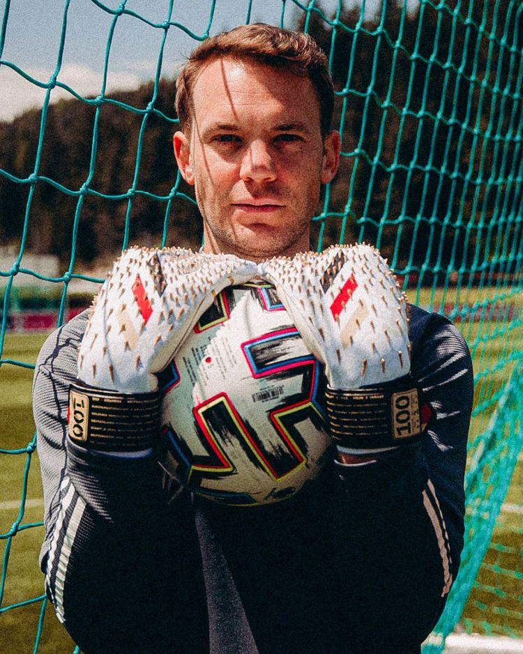 Gant Manuel Neuer adidas 100ème sélection
