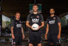 Image de l'article Les maillots de l'AZ Alkmaar 2021-2022 présentés par Nike