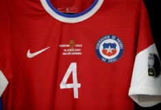 Image de l'article En conflit avec Nike, le Chili pourrait masquer la virgule de son maillot!