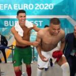 Gradur récupère les maillots de CR7 et Mbappé après Portugal-France!