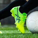 Andrès Iniesta reçoit ses nouveaux crampons, la Asics Ultrezza 2 AI