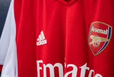 Image de l'article adidas présente le maillot domicile d'Arsenal 2021-2022