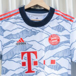 Le maillot third du Bayern Munich, inspiré par les Alpes!