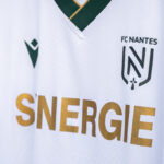 Le blanc fait son retour sur le maillot du FC Nantes extérieur