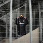 Le maillot extérieur de la Juventus 2021-2022 présenté par adidas