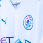 Le maillot extérieur de Manchester City imaginé pour célébrer … l'eau potable!