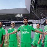 Les maillots de Saint-Etienne 2021-2022 révélés par Le Coq Sportif
