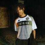 Le maillot extérieur 2021-2022 du Venezia FC présenté par Kappa