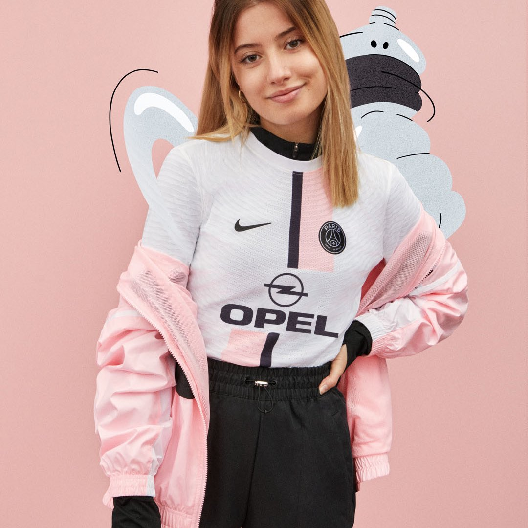 Nouveau maillot de foot, ancien sponsor