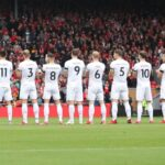 En Premier League, il aligne une équipe avec des joueurs portant les numéros de 1 à 11!